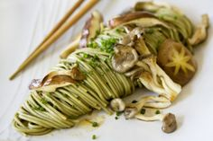 What a beautiful presentation!  Green Tea Noodles with Shroomies