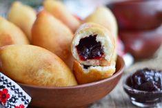 Ricetta Panzerotti alla Marmellata - Il Club delle Ricette Hot Dog Buns, Doughnut, Plum, Finger Food, Bread, Fruit, Dolce, Desserts, Finger Foods