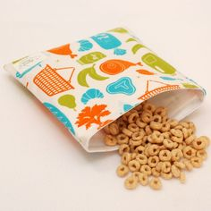 At the Market - green by mamamade Eco-Friendly Reusable Sandwich Bag :: Ooo, I like these, too! I go through a lot of plastic bags for lunches and I always feel bad about it. These aren't even a bad price.