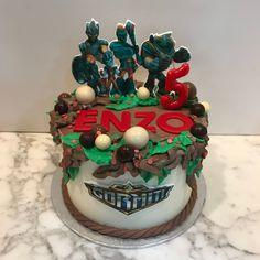 Tarta buttercream Gormiti. Birthday Cake, Desserts, Food, One Year Birthday, Pies, Sweets, Tailgate Desserts, Deserts, Birthday Cakes
