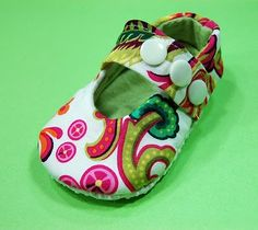 Free PDF pattern for shoes (scroll way down) and lots of other cute tutorials