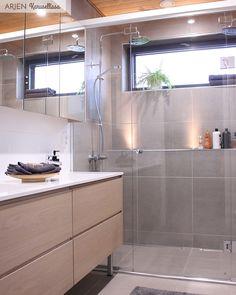 // Yhteistyössä Jukkatalo Nyt kun on asuttu vuosi tässä kodissa, sitä osaa jo sanoa, mitkä ratkaisut ovat olleet parhaiten onnistuneita.... Future House, My House, Home Spa, Laundry In Bathroom, Home Reno, Bathroom Inspiration, Scandinavian Design, Home And Garden, Room Decor