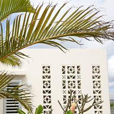 House Gate Design, Village House Design, Breeze Block Wall, Palm Springs Style, Carport Designs, Backyard Fireplace, Boundary Walls, Side Garden, Modern Backyard