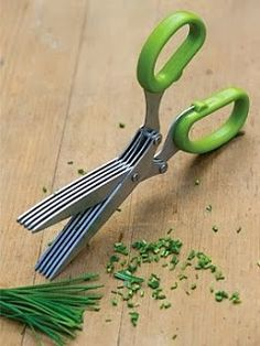 Herb Scissors: with 5 parallel blades, you can cut chives and other herbs quickl. Herb Scissors: with 5 parallel blades, you can cut chives and other herbs quickly and evenly, without crushing them Smart Kitchen, Kitchen Hacks, Kitchen Tools, Kitchen Stuff, Kitchen Products, Kitchen Things, Kitchen Supplies, Kitchen Utensils List, Lego Products