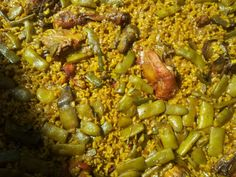 Paella. Nada mas sencillo que utilizar los ingredientes que lleva una paella valenciana y dejarse de idioteces.