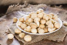 Macadamia nuts in bowl Keto Snacks, Healthy Snacks, Healthy Eating, Healthy Skin, Healthy Life, Diabetes, Food Facts, Ketogenic Recipes, Diet Recipes