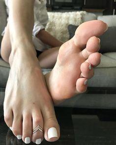 фото девушка дрочит пальцами на ногах - 6