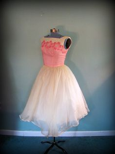 Vintage 50s Womens Pink and Yellow Tea Length Prom Party Dress Full Skirt size Small.