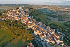 Vezelay: La cité bourguignonne soit son origine à une abbaye bénédictine ayant abrité les reliques de sainte Marie-Madeleine.