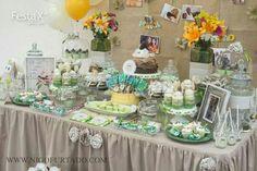 #decoração #barradatijuca #exclusivo #festas #party #kids #girls #riodejaneiro #identidadevisual #decorbyrobertadias #lifeasitis #littleowl #avidacomoelae #corujinha #detalhes #verde #xadrez #poá #bege #vintage #festaxdecor  Festa X DECOR - festas exclusivas, atendimento@festaxdecor.com.br uma mesa e um painel regados de vida, de história, de doçuras.