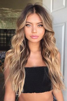 Fall Hair Color Trends and Styles Hair - Hair Style Ideas - . - Fall hair color trends and styles hair – Hair Style Ideas – hair - Brown Hair With Highlights, Brown Hair Colors, Trendy Hair Colors, Balayage With Highlights, Long Hair Colors, Curly Hair Colours, Blonde In Front, Brown Hair Inspo, Blonde Highlights On Dark Hair All Over