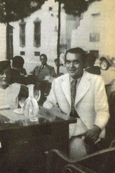 Dit is de laatste foto die Federico García Lorca in 1936 maakte vóór . Writers And Poets, Indira Ghandi, Die A, Famous Poets, Ap Spanish, Art Of Seduction, Historical Pictures, Old Pictures, Famous People