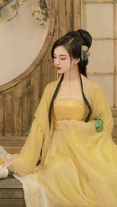 Traditional Fashion, Traditional Dresses, Kimono Tradicional, Asian Photography, China Girl, Chinese Clothing, Cosplay Outfits, Hanfu, Mellow Yellow