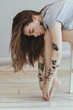 Flowers e Black & White: a linha de tattoos temporárias de Sasha Unisex para…