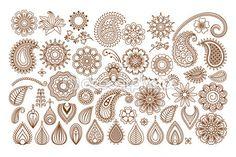 Tatouage au henné doodle vecteur éléments sur fond blanc