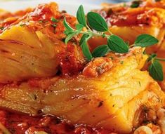 Bacalhau com Tomate Cod Recipes, Clean Recipes, Fish Recipes, Bacalhau Recipes, Easy Cooking, Cooking Recipes, Seafood Pasta Recipes, Portuguese Recipes, Home Food