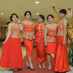 kumpulan inspirasi model kebaya batik modern terbaru Dresses To Wear To A Wedding, Bridesmaid Dresses, Prom Dresses, Formal Dresses, Kebaya Brokat, Dress Brokat, Batik Dress, Lace Dress, Fashion Details