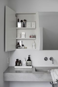 Bathroom Inspiration . Organise the little spaces . Home Decor . Interior . Grey . Modern .