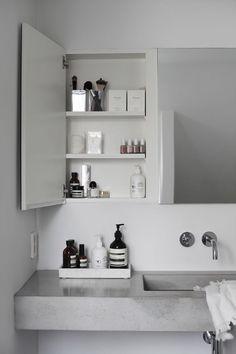 Interior: Badezimmer Concrete bathroom with great storage ideas. Minimal Bathroom, White Bathroom, Modern Bathroom, Small Bathroom, Mirror Bathroom, Dream Bathrooms, Bathroom Vanities, Contemporary Bathrooms, Wall Mirror