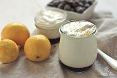 Ingrédients / pour 4 personnes 250 g de mascarpone 3 oeufs 2 citrons jaunes 1 citron vert 100 g de sucre en poudre Préparation : Presser le jus de 2 citrons et détailler très finement le zeste d'un citron vert. Blanchir 3jaunes d'œufs dans 100g de sucre en poudre. Incorporer 250g de mascarpone dans la