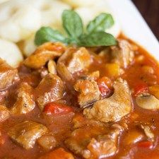 Hungarian stew with pork Lunch Recipes, Appetizer Recipes, Dinner Recipes, Cooking Recipes, Healthy Recipes, European Cuisine, Pork Dishes, Food To Make, Food Porn