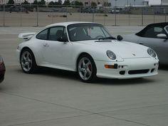 White Porsche 993 turbo coupé