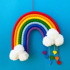 Pom Pom Crafts, Yarn Crafts, Paper Crafts, Diy Crafts, Kritzelei Tattoo, Crafts For Kids, Arts And Crafts, Rainbow Decorations, Rainbow Crafts