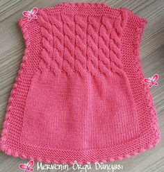 This Pin was discovered by Sen - Harika El işleri-Hobiler Crochet Baby Dress Pattern, Baby Girl Crochet, Baby Knitting Patterns, Tricot Baby, Knitted Baby Clothes, Baby Cardigan, Baby Sweaters, Doll Clothes, Babe