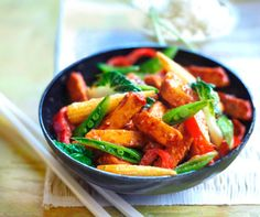 is it time yet? Quorn Recipes, Veggie Recipes, Vegetarian Recipes, Healthy Recipes, Sweet Chilli, Monday Night, Lunch Time, Healthy Options, Stir Fry