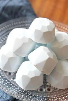Learn how to make all natural DIY sinus clearing shower melts using essential oils and witch hazel. Calming Essential Oils, Doterra Essential Oils, Homemade Essential Oils, Shower Bombs, Bath Bombs, Shower Steamers, Diy Shower, Do It Yourself Home, Homemade Gifts