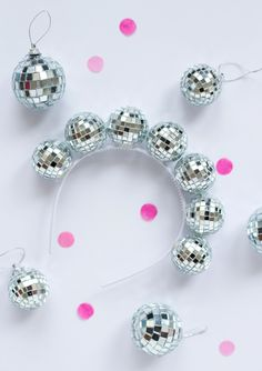 DIY disco headband- Wow how cool is this? This disco ball headband is sure to make you the hit of any party. Normally, you wouldn't wear something like this out, but this is perfect for New Years coming up, or any party…More Disco Theme Parties, Disco Party Decorations, Disco Birthday Party, 70s Party, Party Hats, Party Wear, Elmo Party, Elmo Birthday, Mickey Party