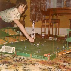 Subbuteo kid 70s Toys, Retro Toys, Vintage Toys, Kids Outdoor Play, 80s Stuff, Childhood Days, Great Memories, 80s Kids, Heart For Kids
