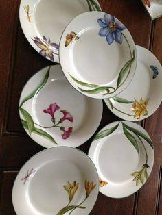 juego de platos con flores                                                                                                                                                     Más