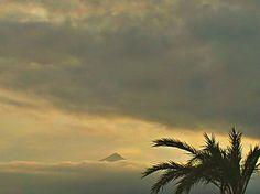 El Puig Campana,visto desde Altea,con un mar de nubes.