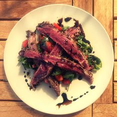 Flank steak with salat I Foods, Food Styling, Food Photography, Yummy Food, Salad, Meat, Delicious Food, Salads, Lettuce