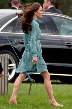 Kate Middleton Shows Off Athletic Bod at William's Polo Match Kate Middleton Legs, Kate Middleton Outfits, Stuart Weitzman, Duchesse Kate, The Duchess, Kate Dress, Polo Match, Princess Kate, Princess Katherine
