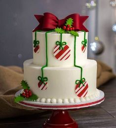 Christmas Cake Ideas - Delicious looking deer-inspired Christmas cake. The cake takes - Christmas Cake Ideas – Delicious looking deer-inspired Christmas cake. The cake takes inspira - Christmas Cake Designs, Christmas Wedding Cakes, Christmas Cake Decorations, Ribbon On Christmas Tree, Christmas Balls, Cake Wedding, Christmas Ideas, Christmas Design, Tree Decorations