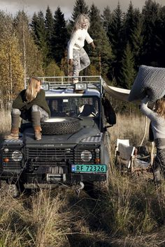 Girls Having Good Time with Land Rover ♥ App for Land Rover or Range Rover ★ Land Rover Warning Lights guide, is now in App Store https://itunes.apple.com/us/app/land-rover-indicators-warning/id923728395?ls=1&mt=8 If you drive Land Rover you should have this app on your iPhone