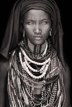 Baro Tura / mesmerising looking arbore woman / Ethiopia 2012-11 (flickr 8494529379) • Mario Gerth (german photographer) portraits of African people • www.Mario-Gerth.de