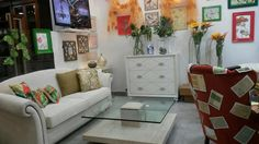 Decoracion clásica de primavera estilo tropical en nuestro escaparate. Clasic style and tropical fashion in our shop