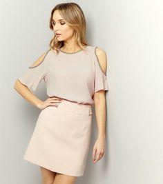 Top à épaules dénudées rose pâle à détail effet perles | New Look