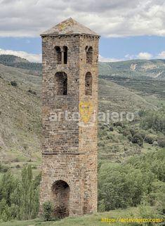 Yanguas, provincia de Soria. En la fotografía contemplamos la torre románica de la desaparecida iglesia de San Miguel, fechada en torno al año 1146. #románico #arteviajero #yanguas #soria