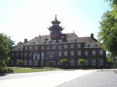 Bisschop Hamerhuis aan de Verlengde Groenestraat is ontworpen door de Nijmeegse architect Charles Estourgie en  is in 1923 gebouwd als een studiehuis. Het draagt de naam van de in 1900 in China vermoorde bisschop Hamer.  Het gebouw wordt tegenwoordig gebruikt door de Hogeschool van Arnhem en Nijmegen.