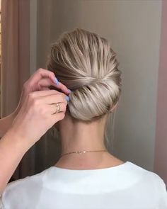 hair Videos peinados - Get your hair style with MHOT seamless hair extensions Medium Hair Styles, Curly Hair Styles, Seamless Hair Extensions, Extensions Hair, Hair Extensions Tutorial, Hair Upstyles, Upstyles For Short Hair, Hair Videos, Braided Hairstyles