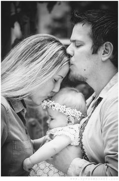 Family photography *Newborn photography *Black and white I loooooove this pose.