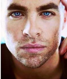 Chris Pine--- His eyes!