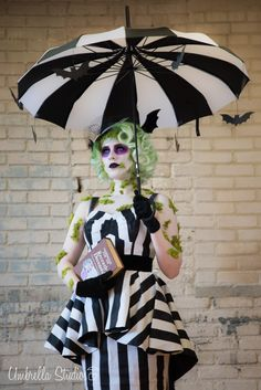 Miss Beetlejuice costume Looks Halloween, Halloween Dress, Halloween Season, Halloween Cosplay, Halloween Costumes, Halloween Makeup, Female Beetlejuice Costume, Beetlejuice Makeup, Beetlejuice Movie
