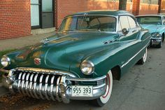 Such a gorgeous deep emerald-teal hued 1950s car. #vintage #cars #1950s #fifties