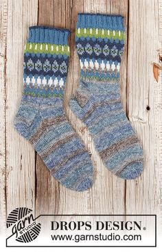 Knitted socks in DROPS Fabel. Piece is knitted top down with Nordic pattern. Size 35 to 43 = 5 to 10 Cable Knitting Patterns, Free Knitting, Knitting Socks, Drops Design, Magazine Drops, Fair Isles, Cast Off, Labor, Crochet Diagram