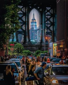 Fabulous framing of the Empire State Building by talented Sid @212sid @picturesofnewyork ^_____^_____^_____^_______^______^_____^____^ . . . . @photo#artofvisuals #what_i_saw_in_nyc#wildnewyork#theIMAGED#fatalframes#instagood#gramslayers#nycdotgram#nycprimeshot#topnewyorkphoto#loves_nyc#awesomepix#agameoftones#aov#ig_nycity#moodygrams#illgrammers#nbc4ny#superhubs#